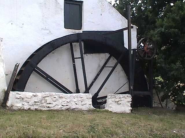 Mill Water Wheel at Compeignes Drift Mill .jpg (41814 bytes)